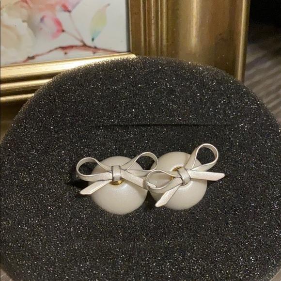 Pearl white bow shape ball backing earring